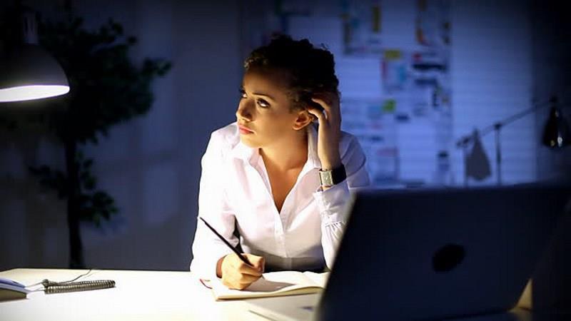 العمل في الليل يرفع نسبة إصابة النساء بالسرطان