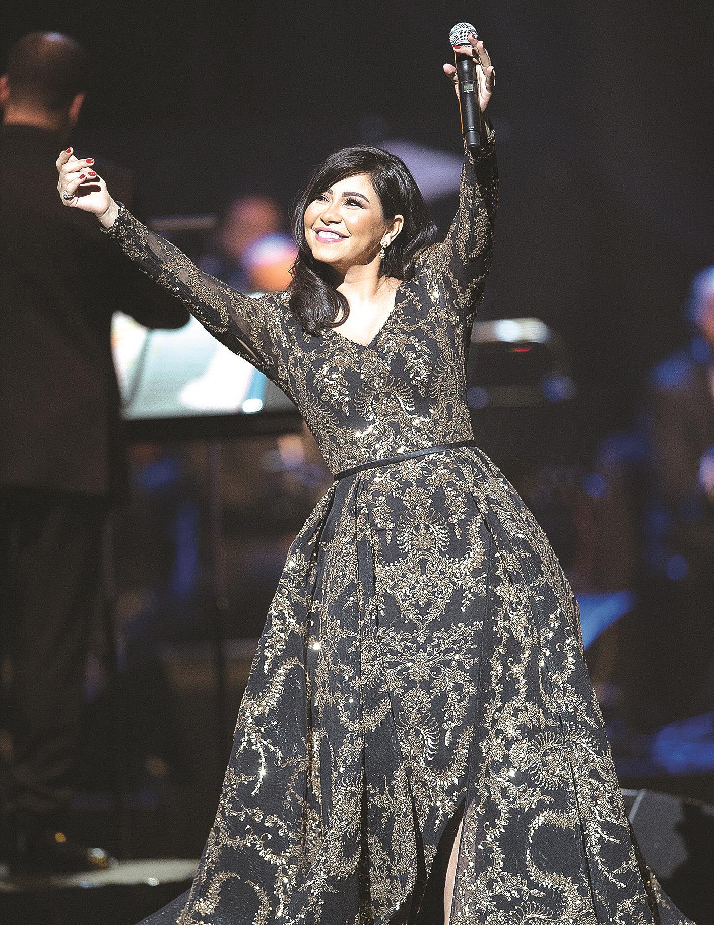 شيرين عبدالوهاب رفضت عرضاً للزواج وسط الجمهور!