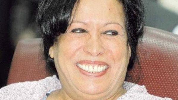 حياة الفهد :اليوم رحت الكوافير وعملت تسريحة جديدة وغدا في القاهرة لتكريمي...تحياتي للجميع