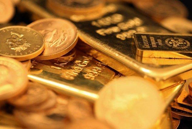 الذهب يتراجع دون 1300 دولار ويسجل أدنى إغلاق هذا العام