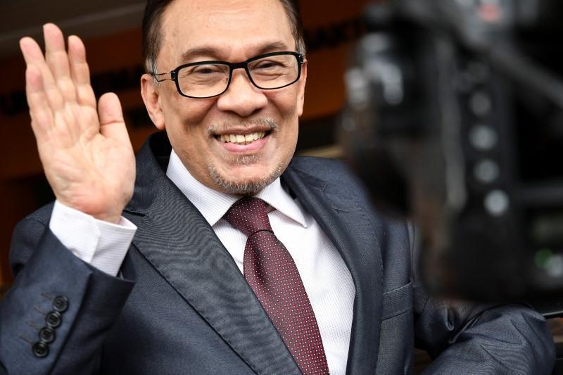 ملك ماليزيا يصدر عفوا شاملا عن الزعيم السياسي أنور إبراهيم