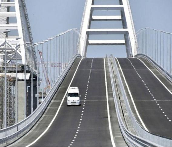 حلف الاطلسي يندد بتدشين جسر بين القرم وروسيا