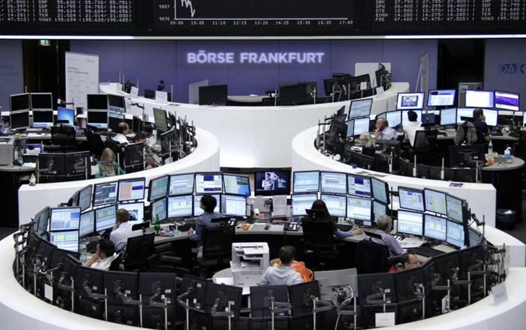 «المخاطر السياسية» تضر بورصة ميلانو وضعف اليورو يدعم «الأسهم الأوروبية»
