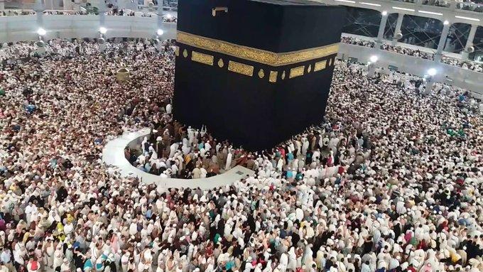 السعودية: إخلاء صحن المطاف من المصلين وتخصيصه للمعتمرين فقط