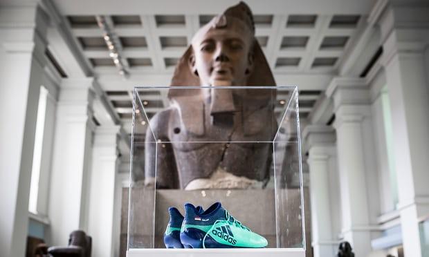 حذاء صلاح في المتحف البريطاني.. بجوار الآثار الفرعونية