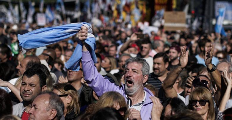 الأرجنتين: الآلاف يحتجون على تفاوض مع «النقد الدولي»