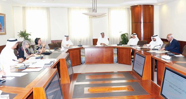 غرفة التجارة تبتعث خمسة طلبة كويتيين