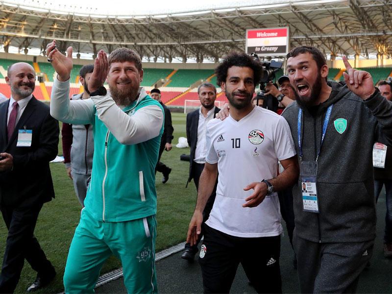 صلاح يغيب عن تمرين مصر ورئيس الشيشان يحضره إلى الملعب