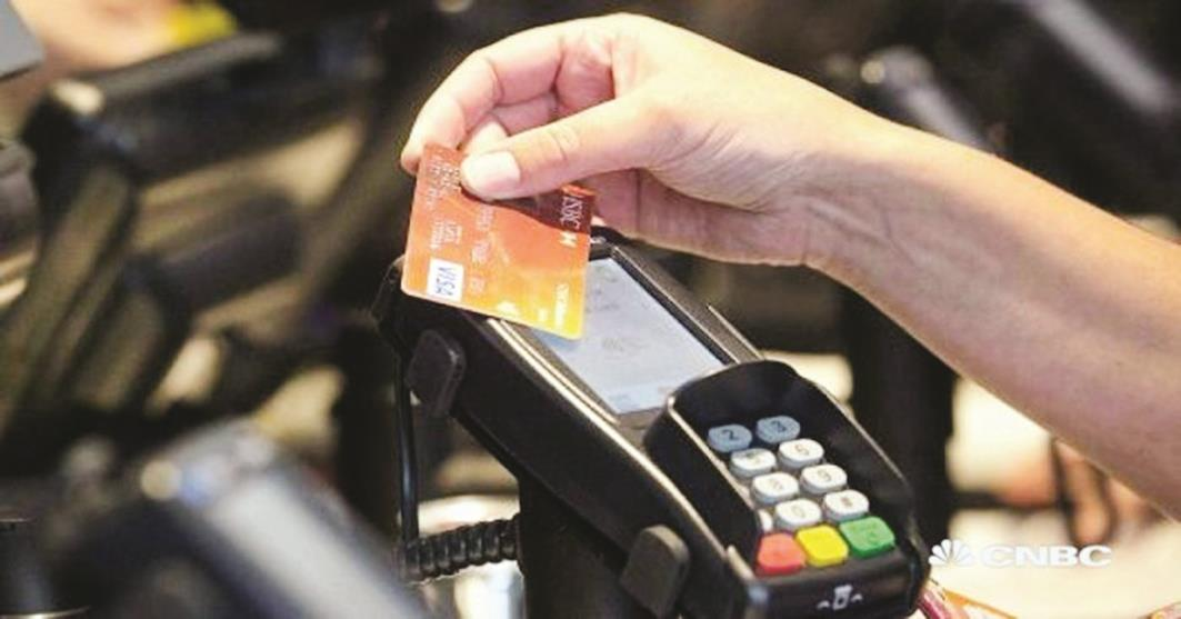 «المصارف» للعملاء: لا تسمحوا للمتاجر بمسح بطاقاتكم المصرفية