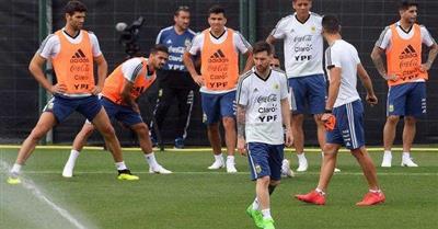 ميسي يحذر لاعبي الأرجنتين من نيجيريا وكرواتيا