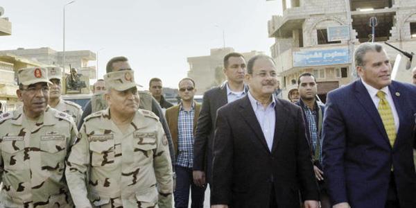 السيسي يغير وزيري الدفاع والداخلية في الحكومة المصرية الجديدة