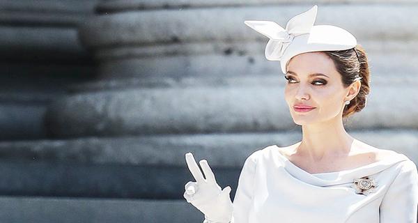 أنجلينا جولي.. إطلالة ملكية