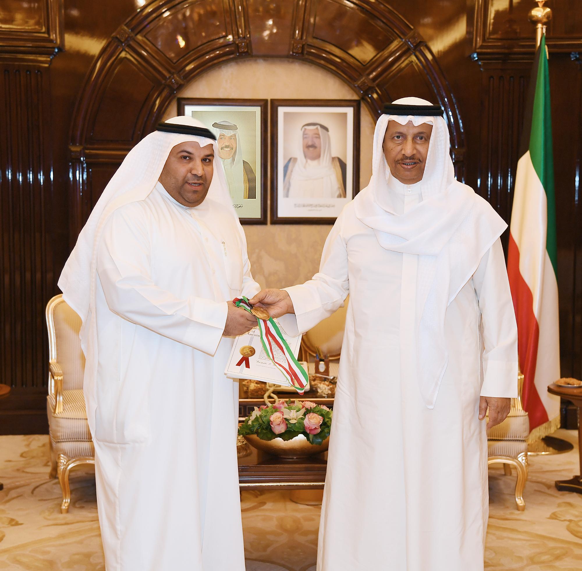 سمو رئيس الوزراء يستقبل مخترعا كويتيا حاصلا على براءات عالمية وميدالية ذهبية بمعرض (ايتكس)