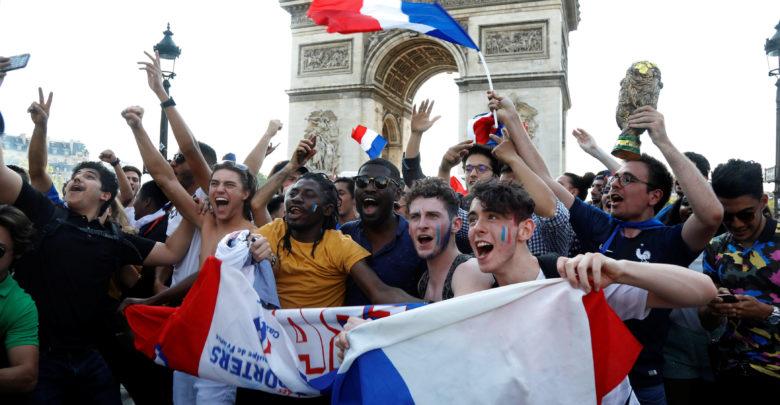 باريس تستعد للاحتفالات اليوم