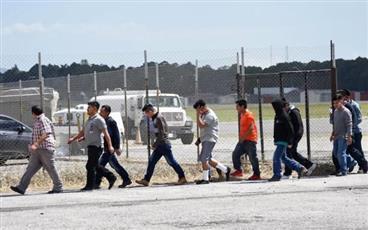 واشنطن ترحل 106 مهاجرين غير شرعيين إلى غواتيمالا