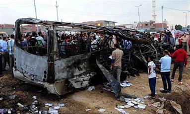 إيران: مصرع 13 شخصا في اصطدام شاحنة وقود بحافلة ركاب
