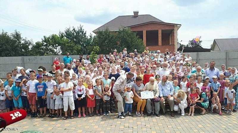 """أوكراني يستعد لدخول """"غينيس"""".. بأكبر عائلة في العالم"""