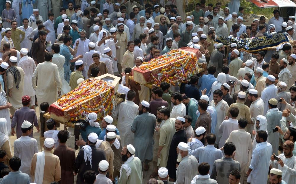 20 قتيلا بينهم سياسي محلي في هجوم انتحاري استهدف تجمعا انتخابيا في باكستان