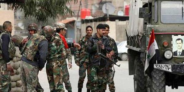 قوات النظام تدخل جنوب مدينة درعا.. وترفع العلم السوري في مهد الانتفاضة ضد الأسد
