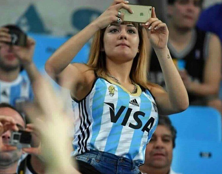 (فيفا) يطالب بالتوقف عن بث صور الحسناوات خلال مباريات المونديال للحد من قضايا التحرش الجنسي