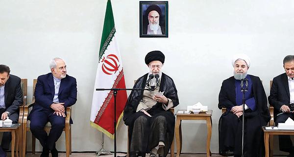 خامنئي يدعم روحاني لمواجهة عقوبات أميركا