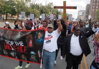 مظاهرات بشيكاغو الأمريكية احتجاجاً على مقتل رجل أسود على يد الشرطة