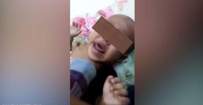 أمٌ تعذب ابنتها بوحشية في السعودية.. والسلطات تتدخل