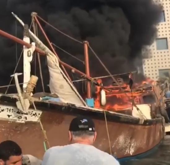 """""""الاطفاء"""": لا إصابات بشرية لحريق سفينة صيد في نقعة الشملان"""