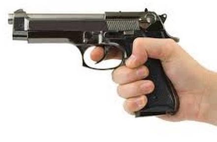 شخص يقتل خمسة أشخاص بينهم زوجته ثم ينتحر