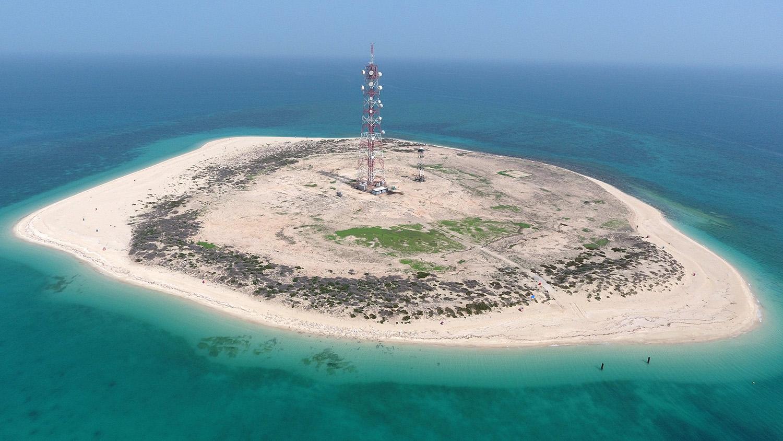 """""""خفر السواحل"""" و """"البيئة"""" يرصدون التأثيرات السلبية في جزيرة كُبر"""