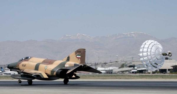 إيران تستعرض قوتها الجوية في الخليج.. بطائرات قديمة