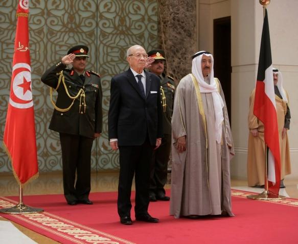 رسالة خطیة من سمو أمير البلاد إلى الرئیس التونسي
