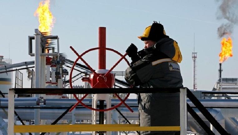 """""""  مايكل"""" يوقف 40 % من إنتاج النفط الأمريكي"""