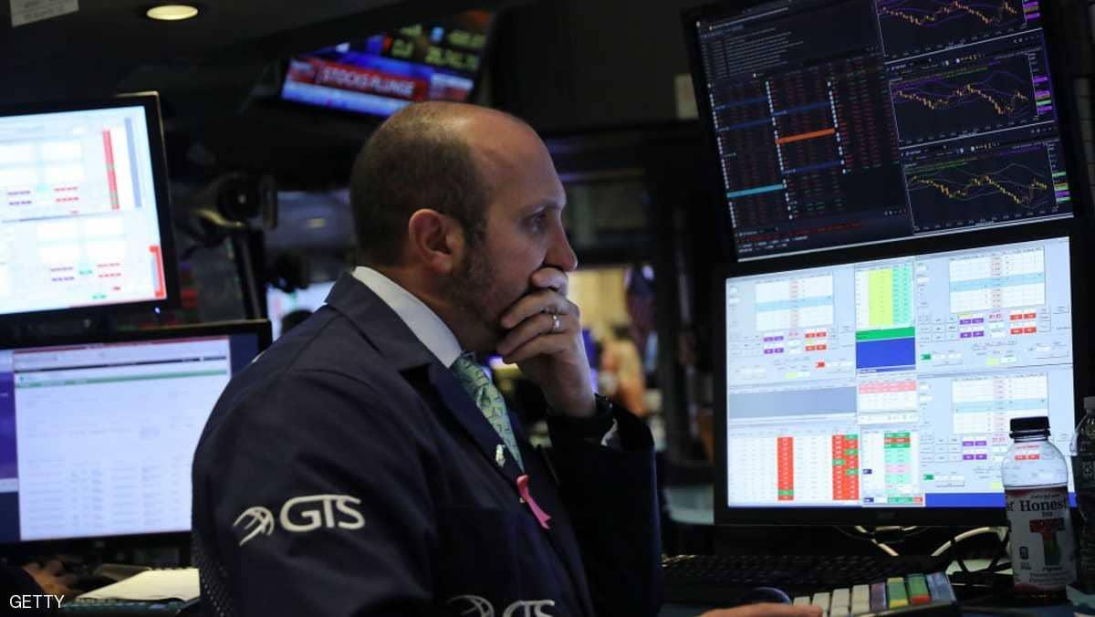 """يوم أسود للأسواق العالمية.. وترامب يهاجم الفدرالي """"المجنون"""""""