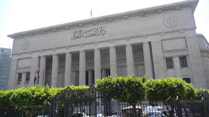 محكمة مصرية تقضي بإعدام 17 متهما في تفجيرات الكنائس
