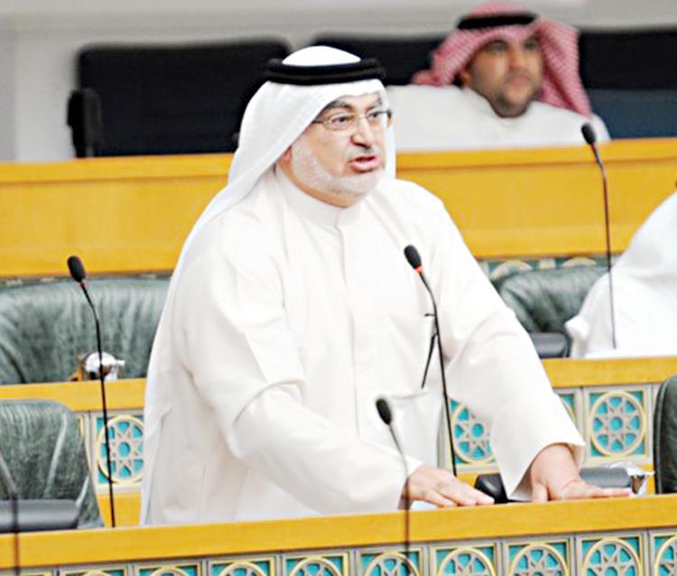 الحكومة تحابي الوافدين على حساب الكويتيين