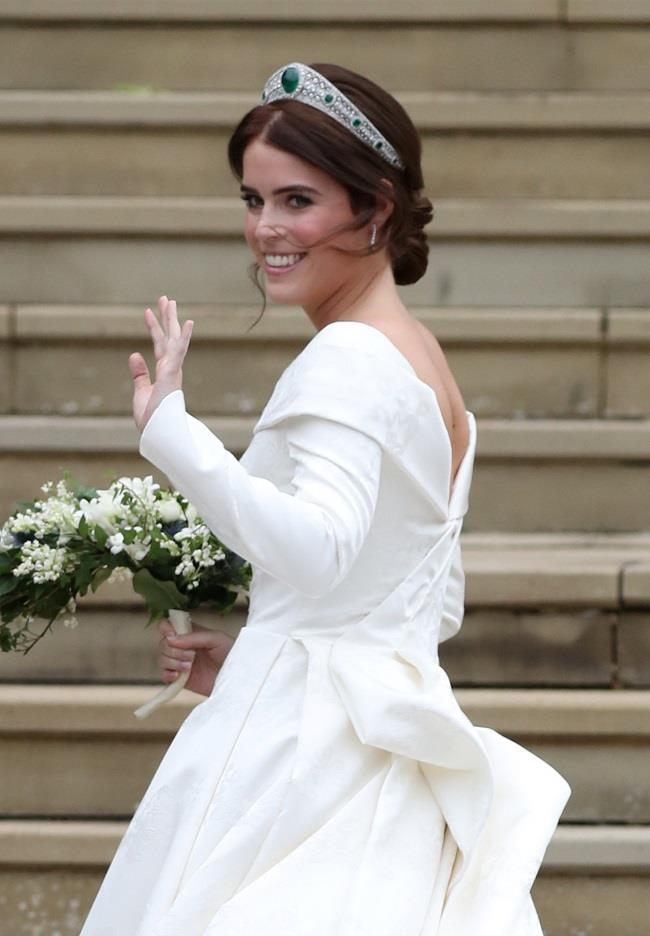 الأميرة يوجيني حفيدة ملكة بريطانيا تدخل القفص الذهبي