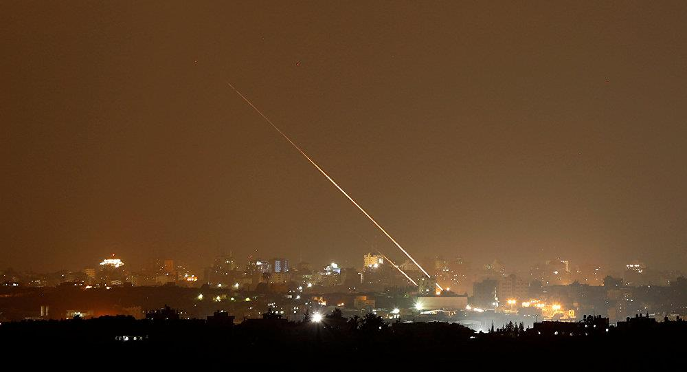 غارات جوية على قطاع غزة بعد سقوط صاروخ في إسرائيل