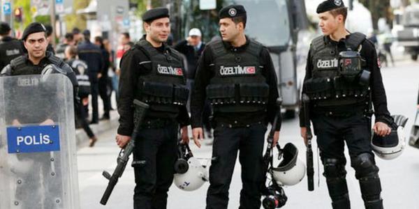 الشرطة التركية تحتجز «سويدياً» للاشتباه في صلاته بحزب العمال الكردستاني