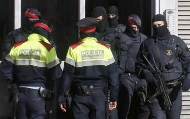 شرطة كتالونيا: أمن السكك الحديدية رصد عبوة ربما كانت متفجرة داخل حقيبة