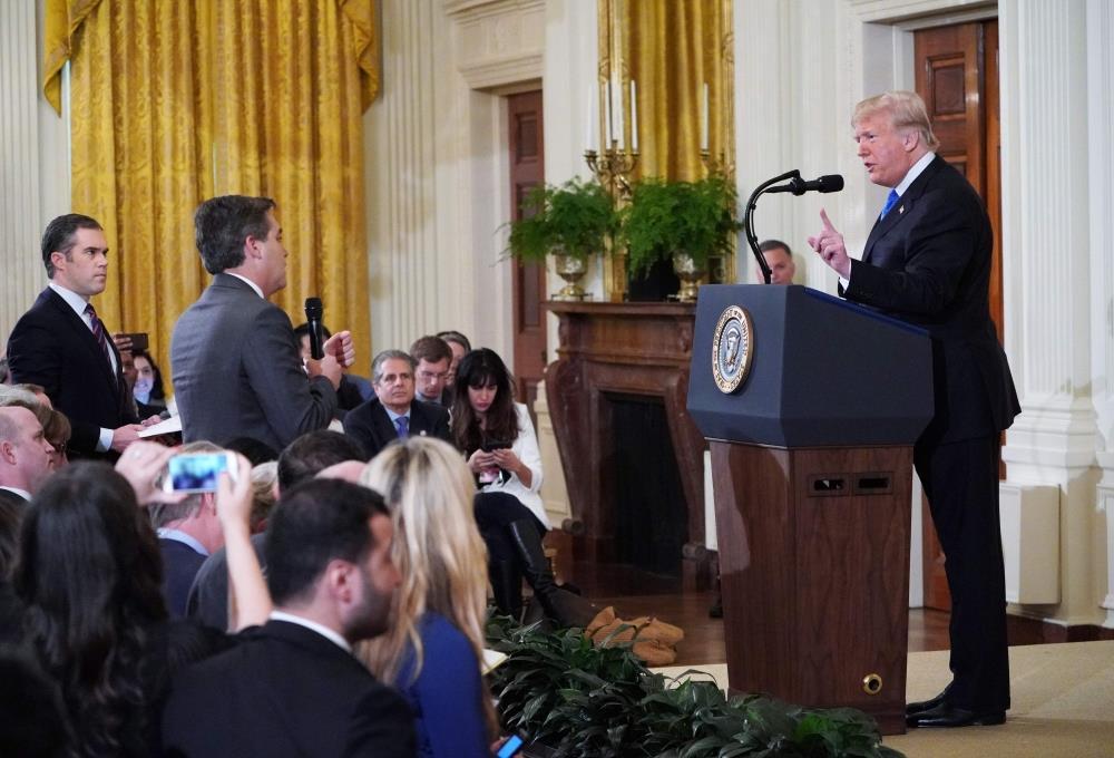 «البيت الأبيض» يسحب تصريح مراسل «سي ان ان» بعد سجال حاد مع ترامب