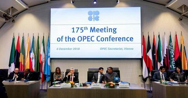 «رويترز»: «أوبك» تتفق مبدئيا على خفض إنتاج النفط وتتنظر موقف روسيا