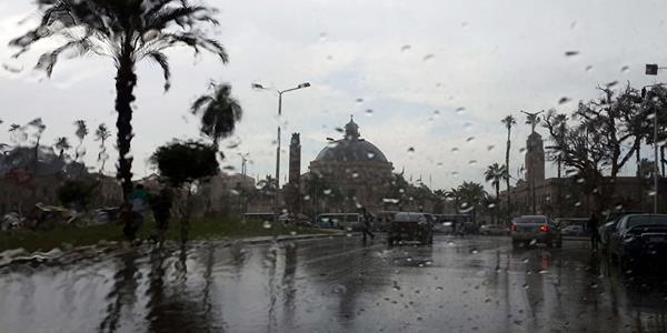 «نوة قاسم» تضرب أجواء الطقس في مصر.. أمطار غزيرة وتوقف حركة الموانئ والصيد