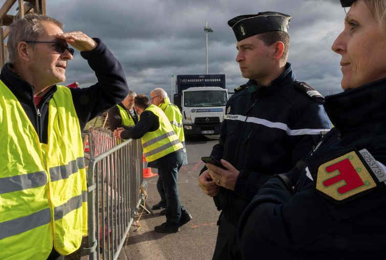 تعبئة عامة في فرنسا لتجنّب أعمال شغب خلال تحركات مطلبية السبت