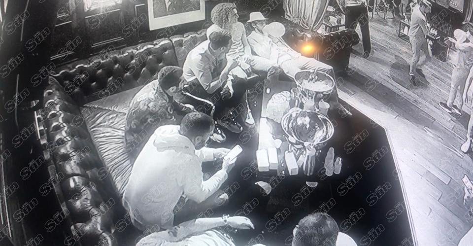 «ذي صن» تنشر تصوير لبعض لاعبي أرسنال وهم يستنشقون غاز الضحك