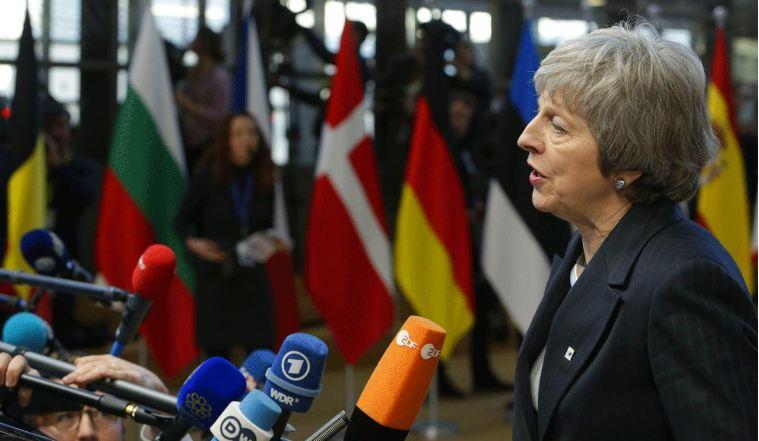 بعد النجاة من الإطاحة.. ماي تباشر مفاوضات «اللحظة الأخيرة» مع أوروبا