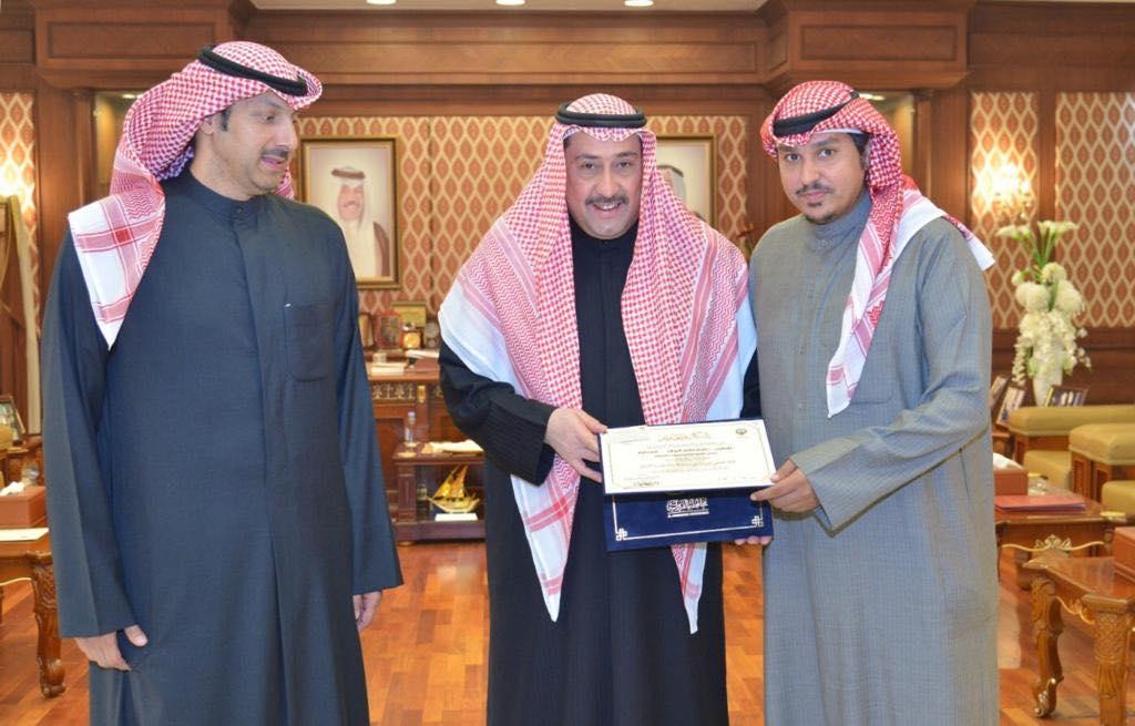 الشيخ فيصل الحمود كرم مدير مباحث الفروانية وعددا من الضباط والأفراد