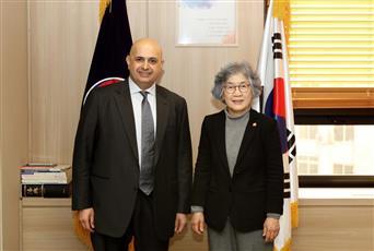 سفيرنا في سيؤول يسلم كوريا الجنوبية دعوة للمشاركة بمؤتمر الكويت الدولي