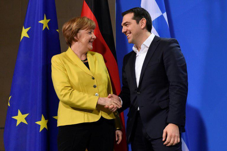 ميركل تزور اليونان وسط جدل حول تغيير اسم مقدونيا