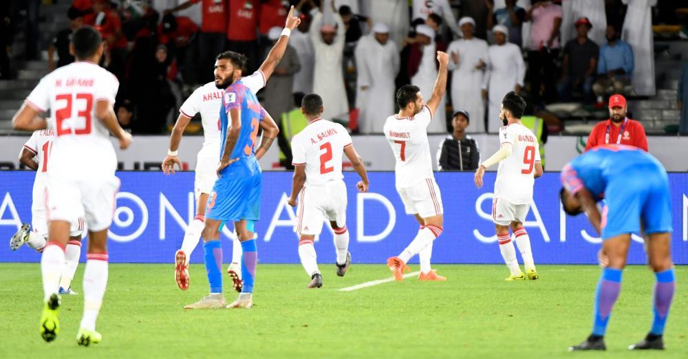 مبارك ومبخوت يمنحان الإمارات فوزها الأول في كأس آسيا